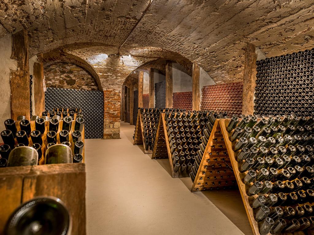 Картинки вино в подвале
